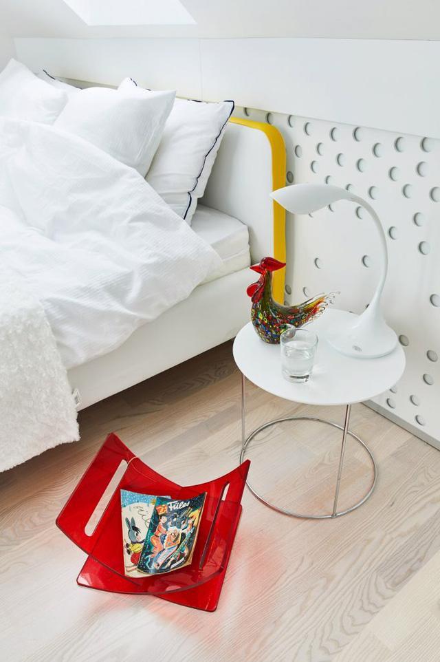 Căn hộ trắng toàn tập làm nền cho đồ nội thất màu neon - Ảnh 7.