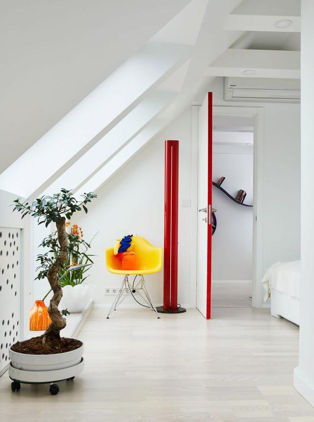 Căn hộ trắng toàn tập làm nền cho đồ nội thất màu neon - Ảnh 8.