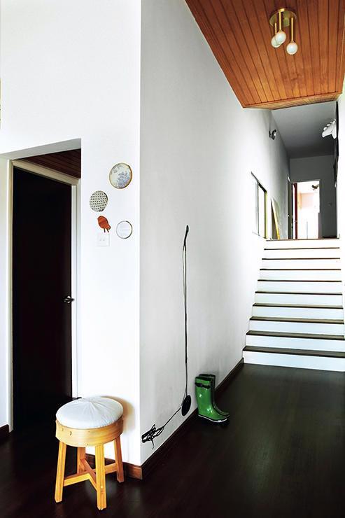 Căn hộ nhỏ phong cách với decal dán tường - Ảnh 4.