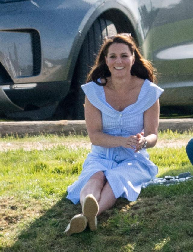 Những trang phục có giá dưới 100 đô la của công nương Kate Middleton - Ảnh 7.