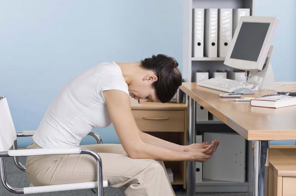 3 bài tập… ngồi giúp dáng đẹp chốn công sở - Ảnh 3.
