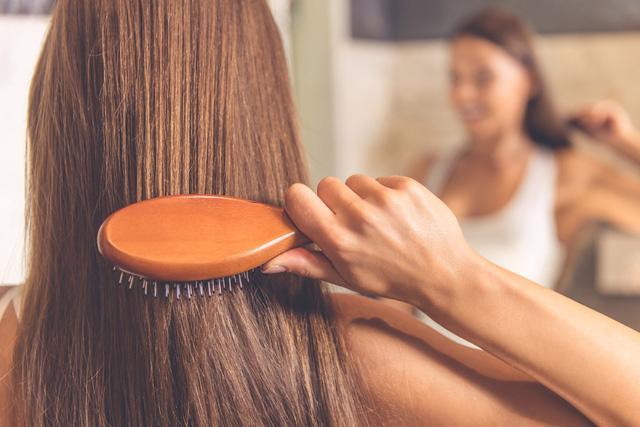 9 lưu ý chăm tóc mùa hanh khô - Ảnh 3.
