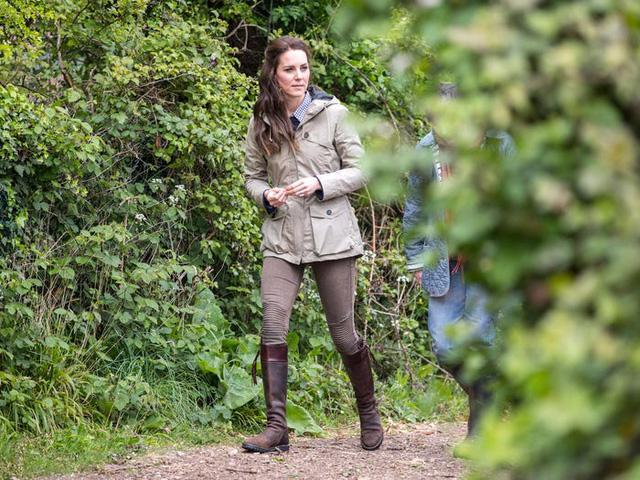 Những trang phục có giá dưới 100 đô la của công nương Kate Middleton - Ảnh 8.