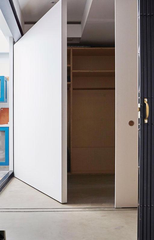 10 ý tưởng cất giấu đồ đạc cho căn hộ chung cư - Ảnh 1.