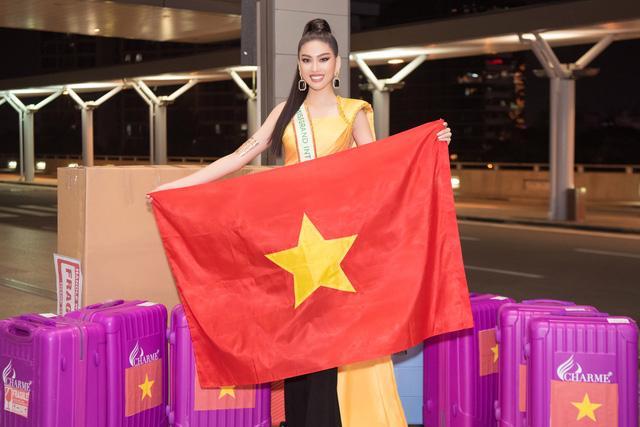 Á hậu Ngọc Thảo mặc đồ bảo hộ, lên đường dự thi quốc tế - Ảnh 2.