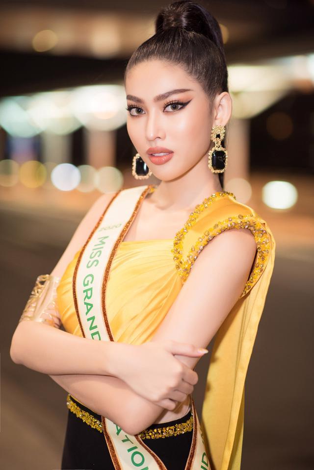 Á hậu Ngọc Thảo mặc đồ bảo hộ, lên đường dự thi quốc tế - Ảnh 5.