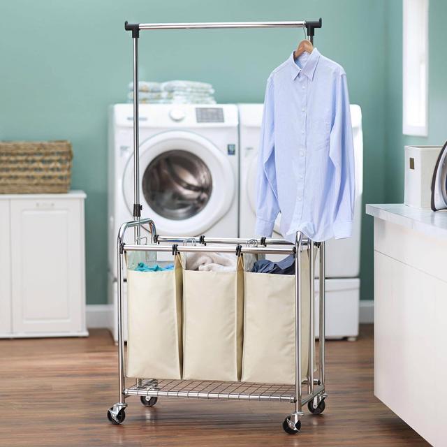 Miền Bắc nồm ẩm, máy sấy quần áo đắt hàng - Ảnh 2.