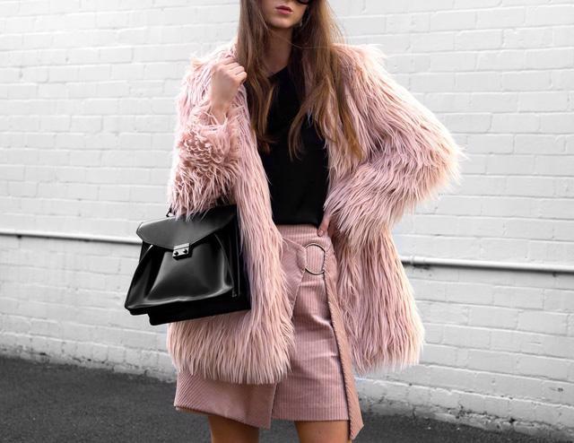 10 chiếc áo khoác màu hồng sẽ làm bừng sáng mùa đông - Ảnh 2.