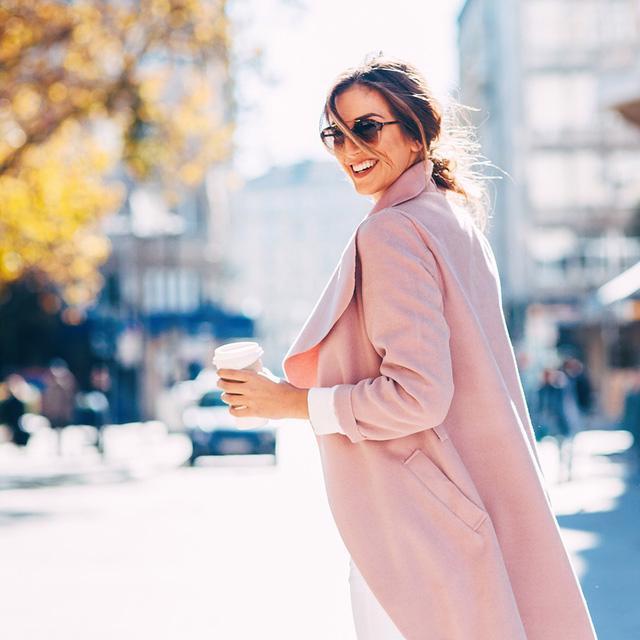 10 chiếc áo khoác màu hồng sẽ làm bừng sáng mùa đông - Ảnh 3.