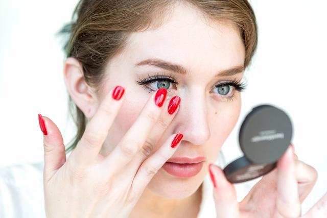 4 bí quyết giúp bạn trở thành chuyên gia trang điểm - Ảnh 2.