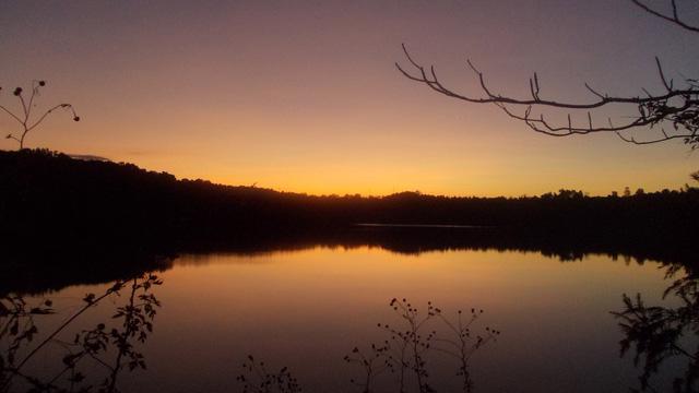 Vẻ đẹp tĩnh lặng xanh biếc của Biển Hồ Pleiku - Ảnh 2.