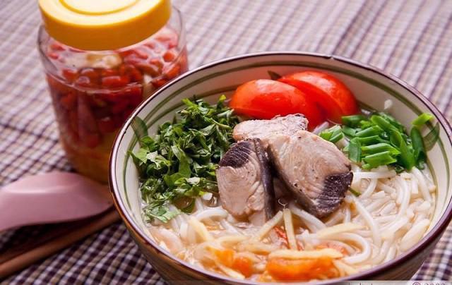 Bún cá ngừ um – đậm đà hương vị xứ Quảng - Ảnh 1.