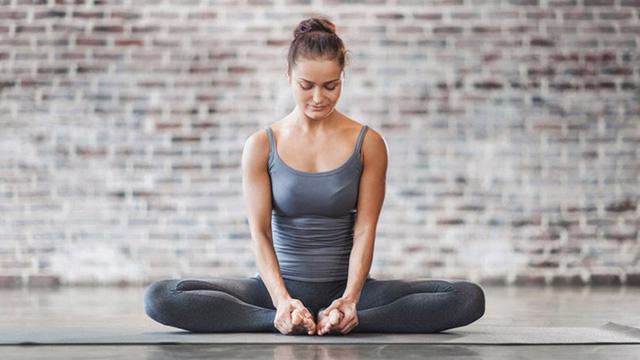 Những động tác yoga giúp bạn ngủ ngon - Ảnh 5.
