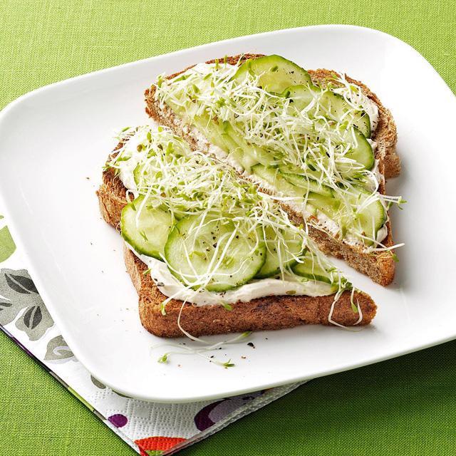 Nhanh gọn món sandwich đủ chất cho bữa sáng - Ảnh 2.