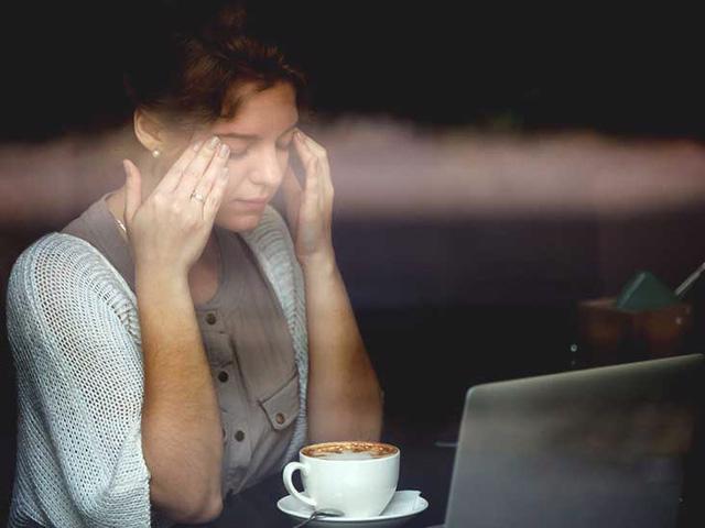 Uống nhiều cà phê làm xuất hiện cơn đau nửa đầu - Ảnh 1.