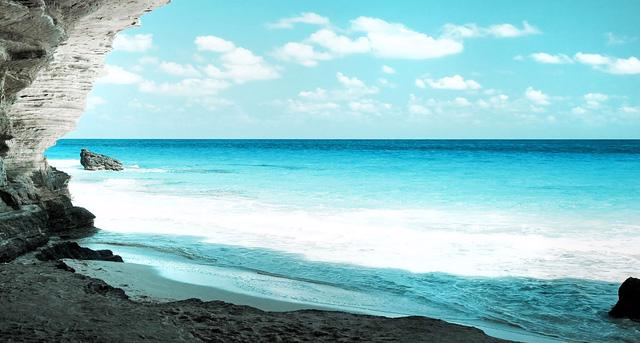 Cam Ranh: núi xanh, biển trong lành - Ảnh 2.