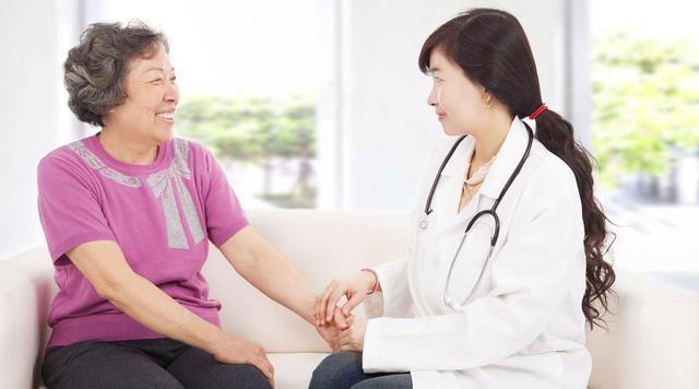 Giao mùa và lưu ý sức khỏe cho người cao tuổi - Ảnh 1.