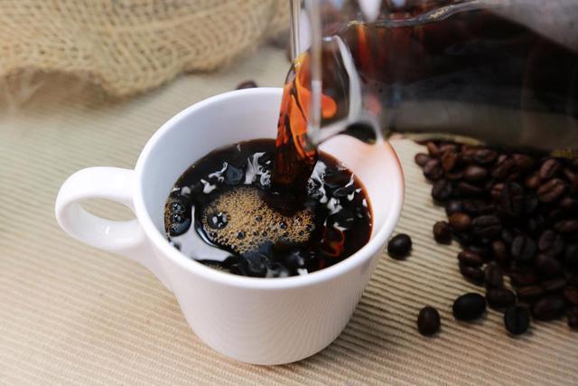 Uống nhiều cà phê làm xuất hiện cơn đau nửa đầu - Ảnh 2.