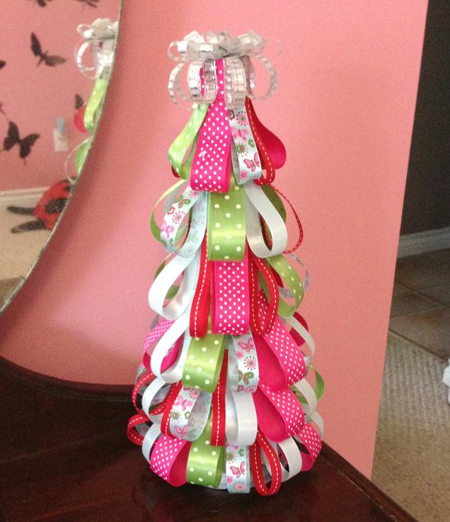 Trang trí nhà đón Giáng sinh bằng vật liệu tái chế - Ảnh 4.