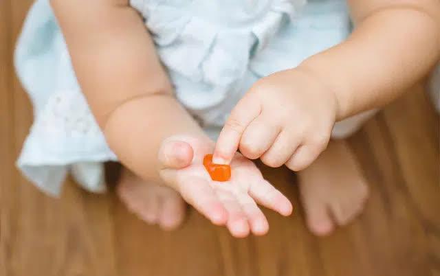 Thận trọng khi bổ sung vitamin dạng kẹo dẻo - Ảnh 1.