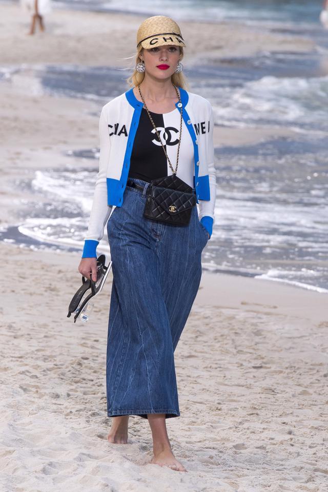 BST Xuân - Hè 2019 của Chanel: những quý cô trên bãi biển - Ảnh 11.