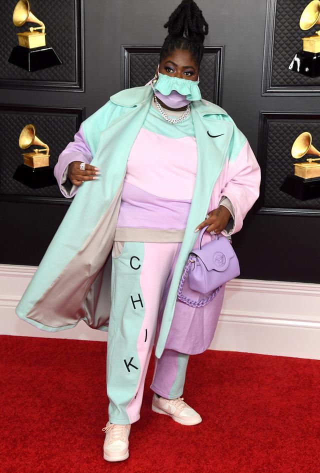 Thời trang thảm đỏ Grammy 2021: khẩu trang là phụ kiện nổi bật nhất - Ảnh 5.