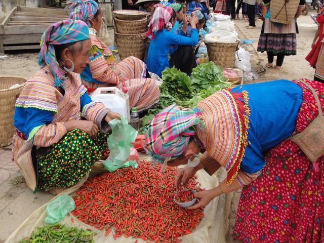 Mường Khương, chợ họp trong sương - Ảnh 4.