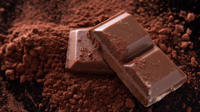 Vì sao bạn không nên ăn sô cô la trước khi đi ngủ? - Ảnh 2.