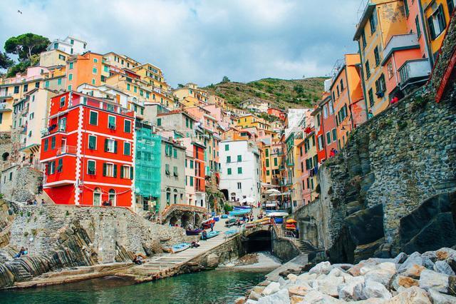 Vẻ đẹp lâu đời nước Ý trong 5 ngôi làng của Cinque Terre - Ảnh 1.