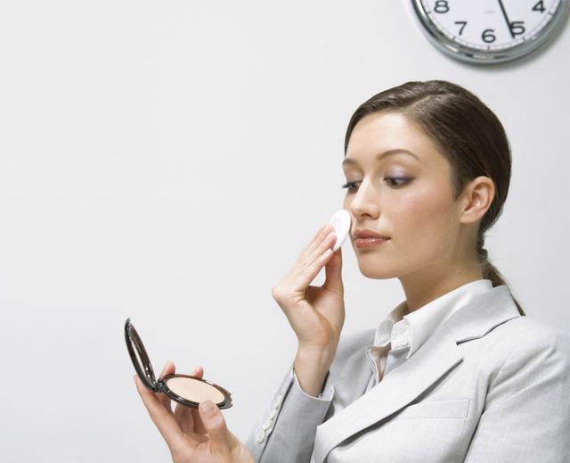 5 thói quen công sở ảnh hưởng đến sức khỏe - Ảnh 2.