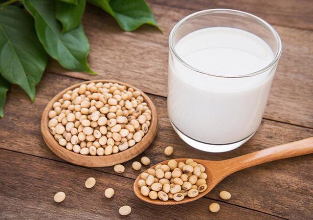 9 lợi ích hàng đầu của sữa đậu nành - Ảnh 1.