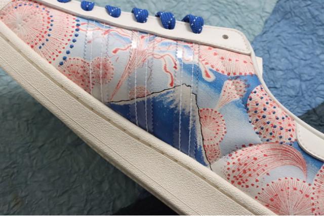 Cận cảnh đôi giày Adidas đang gây sốt tại Nhật Bản - Ảnh 2.