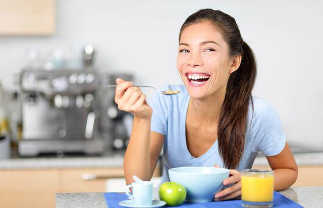 10 sai lầm khi ăn sáng bạn có thể làm - Ảnh 1.