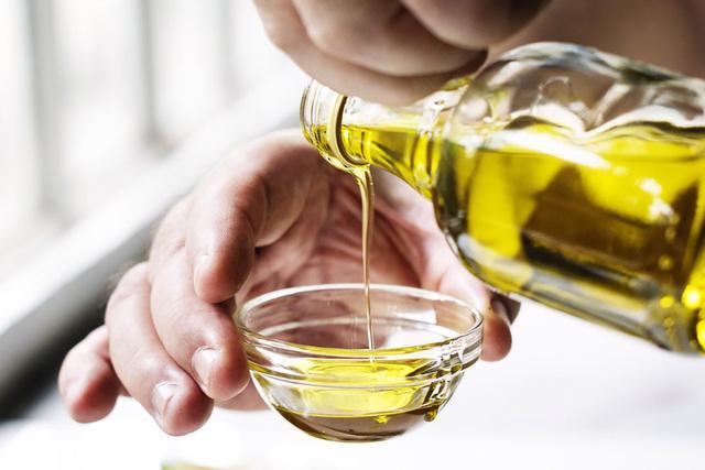 Dưỡng ẩm bằng dầu ăn, bạn có dám thử? - Ảnh 3.