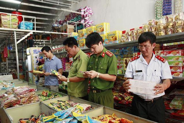 Cảnh giác khi mua các mặt hàng thực phẩm dịp Tết Nguyên đán - Ảnh 1.