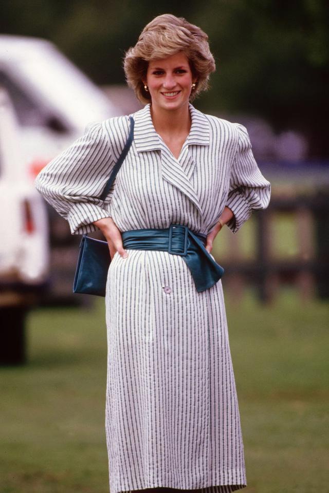 Những trang phục street style truyền cảm hứng của Công nương Diana - Ảnh 1.