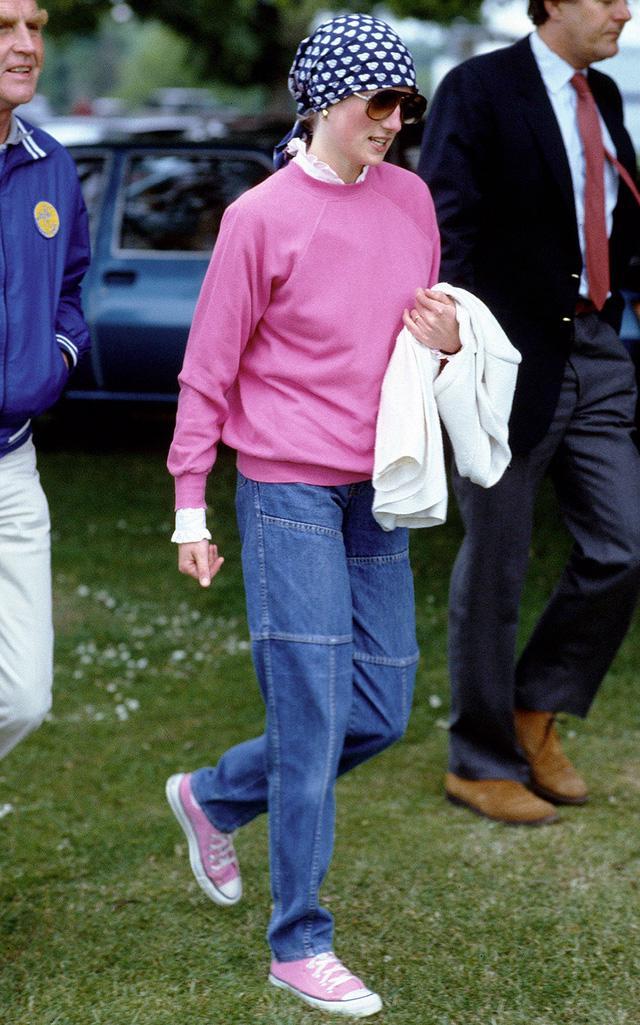 Những trang phục street style truyền cảm hứng của Công nương Diana - Ảnh 10.