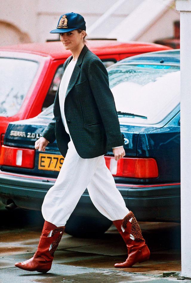 Những trang phục street style truyền cảm hứng của Công nương Diana - Ảnh 7.