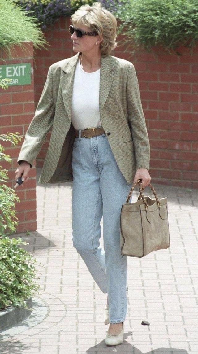 Những trang phục street style truyền cảm hứng của Công nương Diana - Ảnh 8.