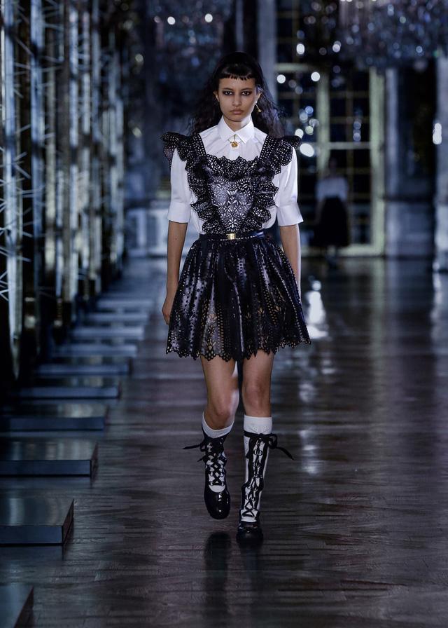 BST Thu – Đông 2021 của Dior: câu chuyện cổ tích trong cung điện Versailles - Ảnh 2.