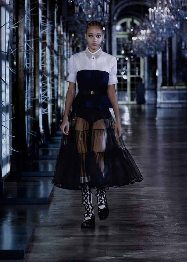 BST Thu – Đông 2021 của Dior: câu chuyện cổ tích trong cung điện Versailles - Ảnh 3.