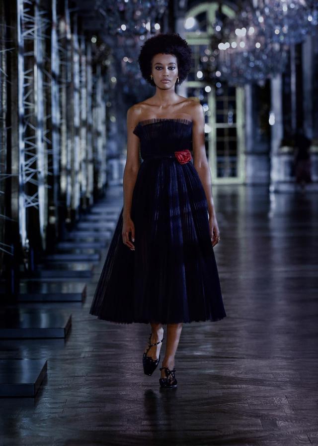 BST Thu – Đông 2021 của Dior: câu chuyện cổ tích trong cung điện Versailles - Ảnh 5.
