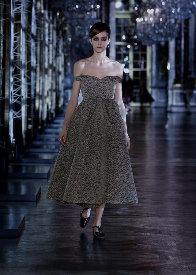 BST Thu – Đông 2021 của Dior: câu chuyện cổ tích trong cung điện Versailles - Ảnh 6.