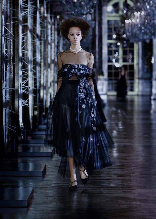 BST Thu – Đông 2021 của Dior: câu chuyện cổ tích trong cung điện Versailles - Ảnh 8.