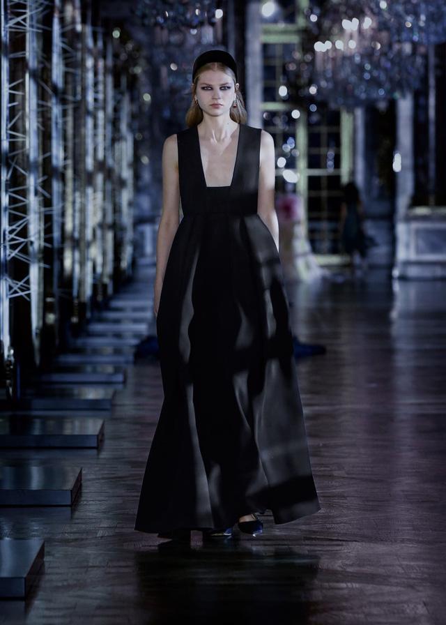 BST Thu – Đông 2021 của Dior: câu chuyện cổ tích trong cung điện Versailles - Ảnh 10.