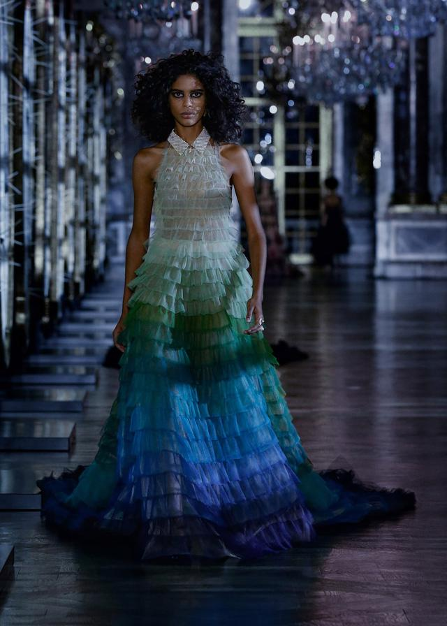 BST Thu – Đông 2021 của Dior: câu chuyện cổ tích trong cung điện Versailles - Ảnh 11.