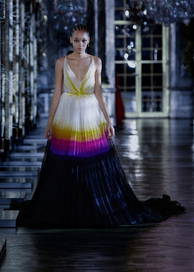 BST Thu – Đông 2021 của Dior: câu chuyện cổ tích trong cung điện Versailles - Ảnh 12.