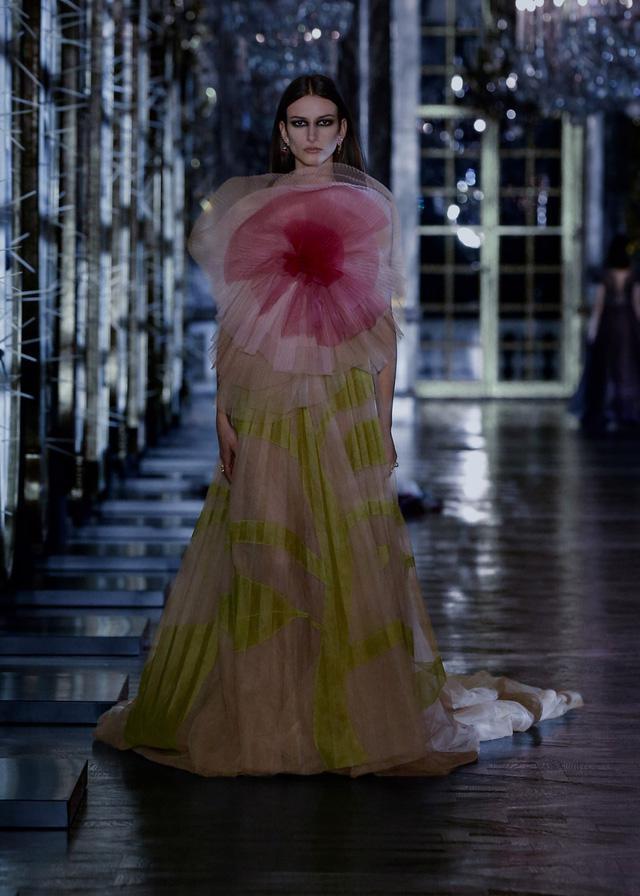 BST Thu – Đông 2021 của Dior: câu chuyện cổ tích trong cung điện Versailles - Ảnh 13.