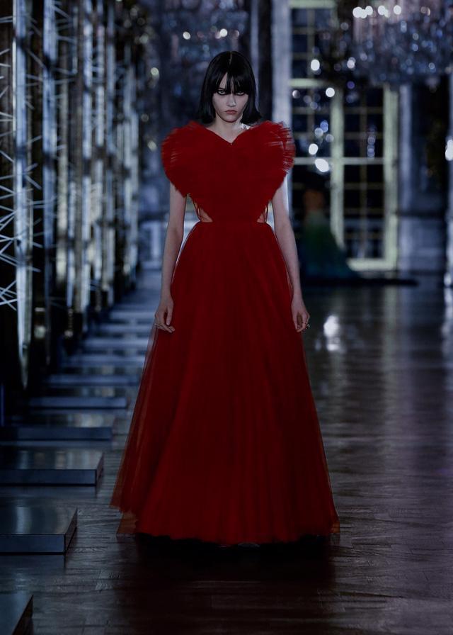BST Thu – Đông 2021 của Dior: câu chuyện cổ tích trong cung điện Versailles - Ảnh 15.