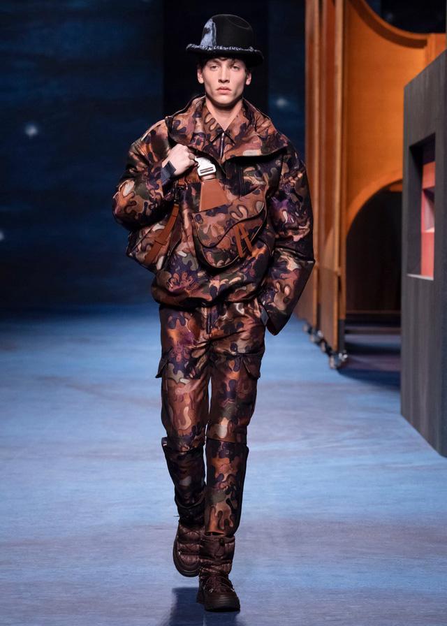 Dior Thu - Đông 2021: cuộc đối thoại giữa nghệ thuật và thời trang - Ảnh 10.